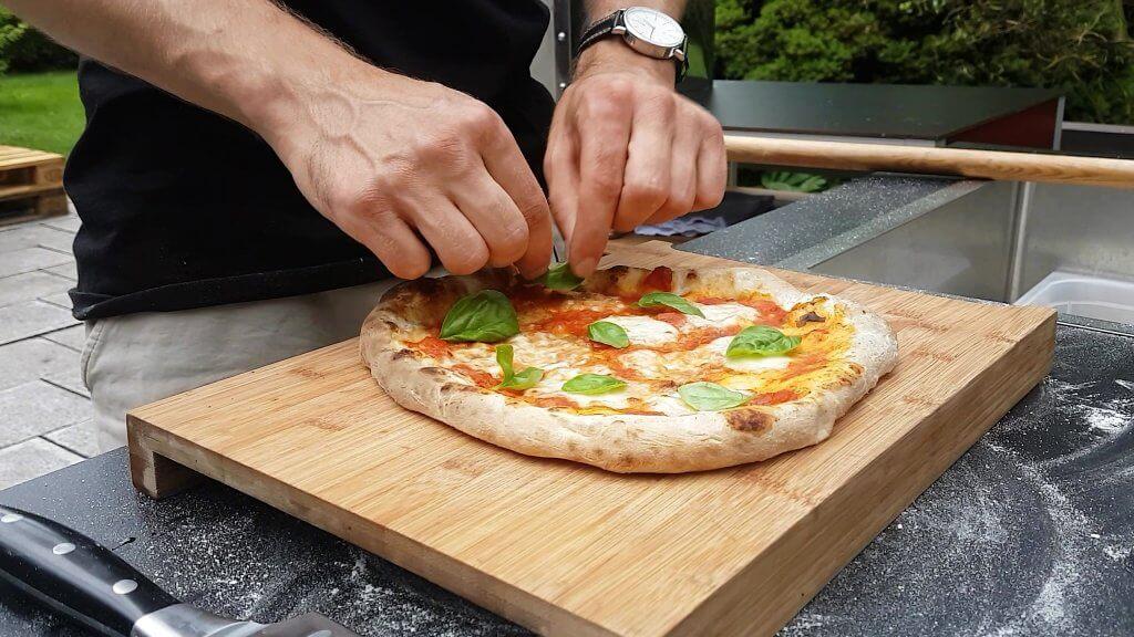 Pizza Napoletana aus dem Leogard Leka Grillkamin Edelstahl